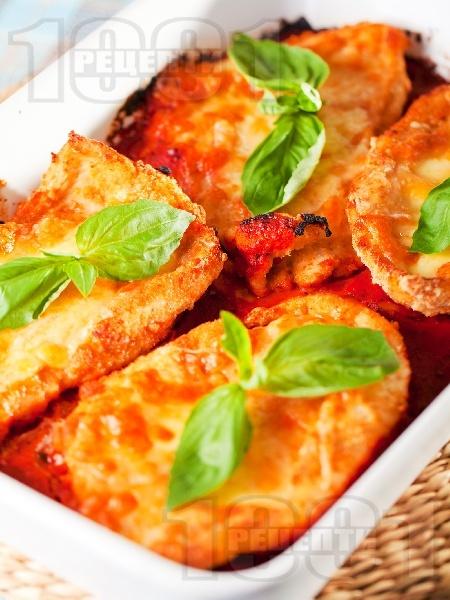 Печени пилешки пържоли от гърди на фурна с доматен сос и сиренца - снимка на рецептата